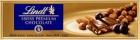 Or chocolat au lait suisse avec des raisins secs et noisettes