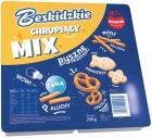 Aksam Beskidzkie Una mezcla crujiente de palitos de pan, galletas saladas, pretzels, palitos
