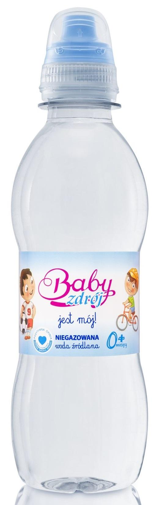 Bébé Spa encore de l'eau pour un garçon